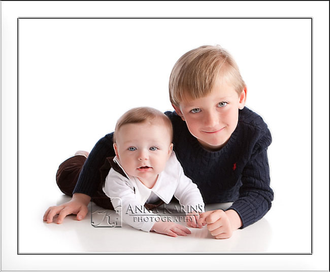 Brothers, big brother holding onto little brother, Sibling portraits,