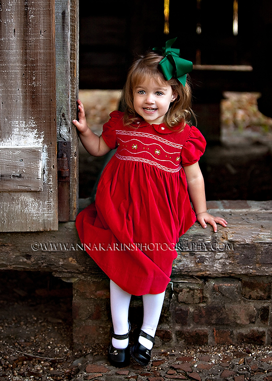 Plantation photo session in south louisiana, LSU Rural Life Museum, smocked dress and bow