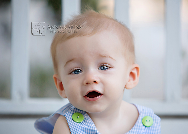 Big blue eyes on baby boy, baby photographer baton rouge