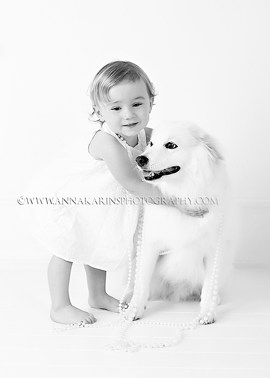 Dog & Family photographer, American Eskimo Dog, Little girl with her dog, Best friends,