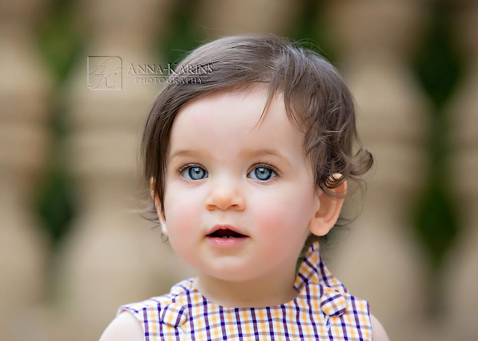 blue eyed beautiful little girl